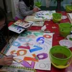 2013年3月14日(木)「数字がいっぱい2」 「シールづくり」「ストロークで花を描く」